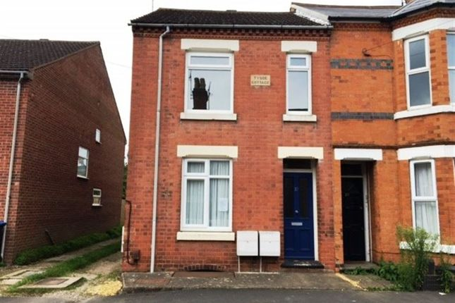 Thumbnail Flat to rent in Caldecott Street, Rugby