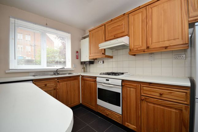Thumbnail Maisonette to rent in Harbord Close, Denmark Hill
