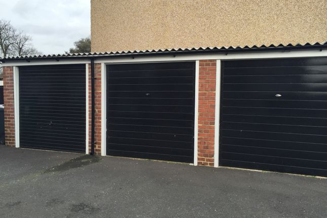Parking/garage to let in Norman Court, Hampton