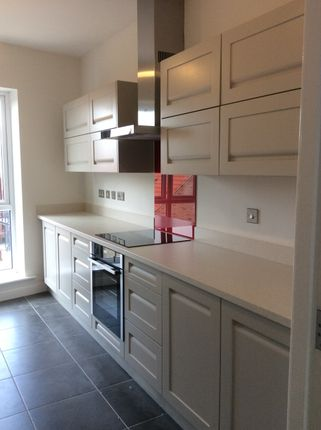 2 bed flat to rent in Humber Street, Hull HU1