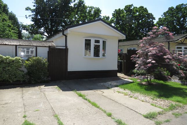 2 bed mobile/park home for sale in Pebble Hill, Radley, Abingdon