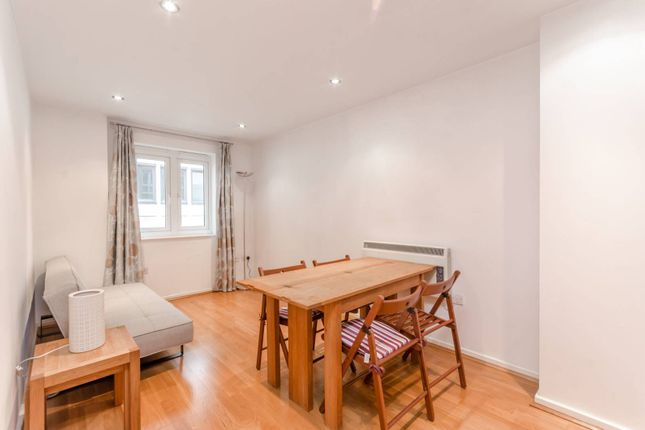 Flat in  Brewhouse Lane  Putney S Greater London