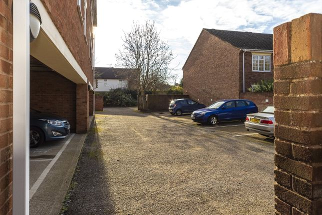 Picture No. 06 of Abbottsmede Close, Twickenham TW1