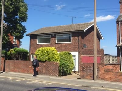 Thumbnail Flat to rent in First Floor Flat, 211 Bentley Road, Doncaster, South Yorkshire