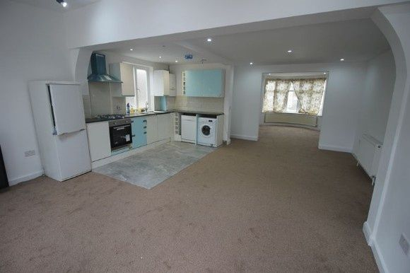 Thumbnail Semi-detached house to rent in Rutland Crescent, Luton
