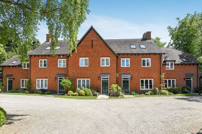 Thumbnail Cottage for sale in Badsworth Gardens, Newbury
