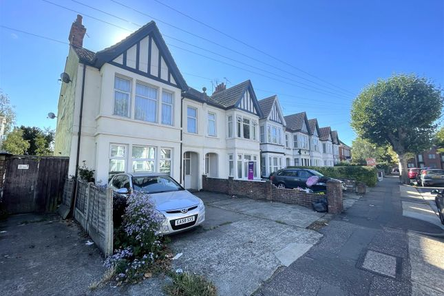 2 bed flat to rent in Anerley Road, Westcliff-On-Sea SS0
