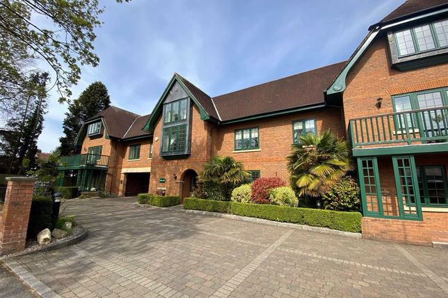 Thumbnail Flat to rent in Knutsford Road, Wilmslow, Cheshire