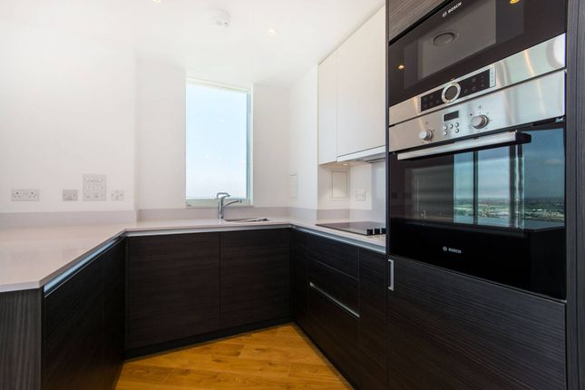 2 bed flat to rent in Saffron Tower, Croydon