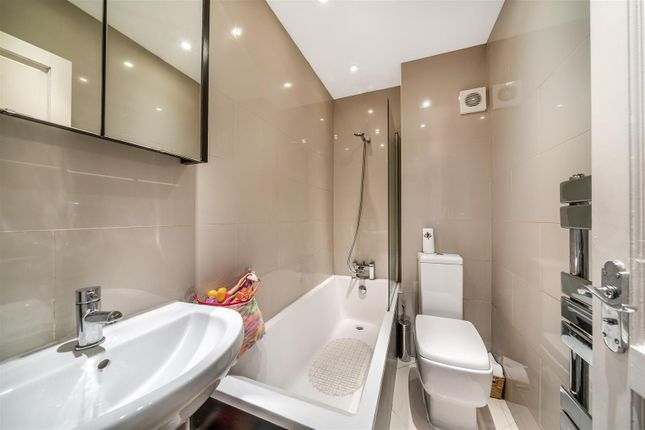 Flat for sale in Knollys Road, Streatham