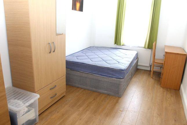 Room to rent in Tewkesbury Terrace, London