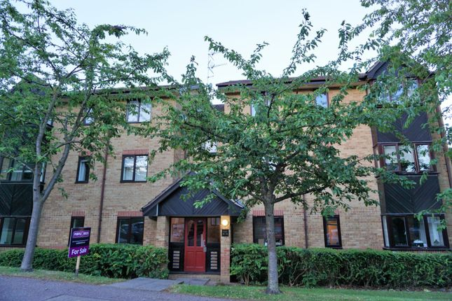 Thumbnail Flat for sale in Woodland Grove, Epping