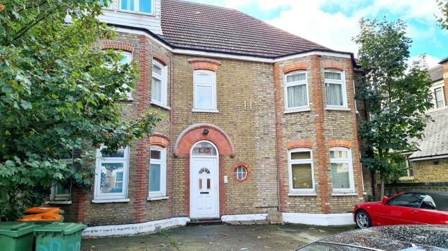 3 bed flat for sale in Chester Road, London E7