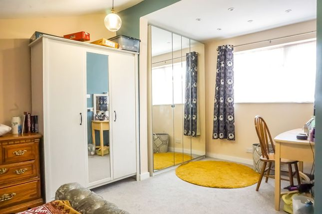 Master Bedroom of Passmore, Milton Keynes MK6