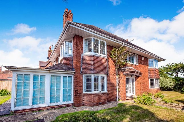 Thumbnail Detached house for sale in Queensgate, Bridlington