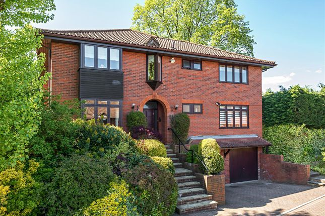 5 bedroom detached house for sale in Beaumont Place, Barnet