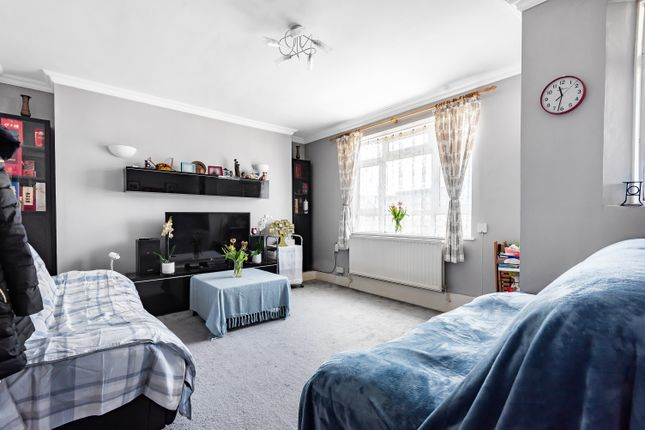 4 bed flat for sale in Queens Row, London SE17