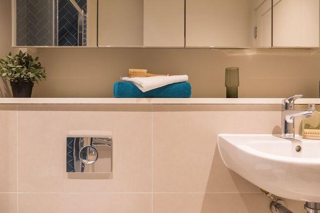 Bathroom of Wellesley Road, Croydon CR0