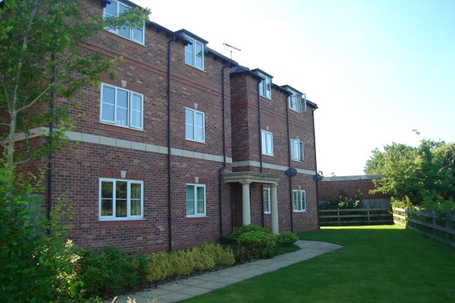 2 bed flat to rent in Priory Gardens, Hall Green, Birmingham, West Midlands B28