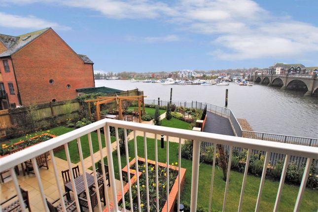 Thumbnail Property for sale in Riverdene Place, Southampton