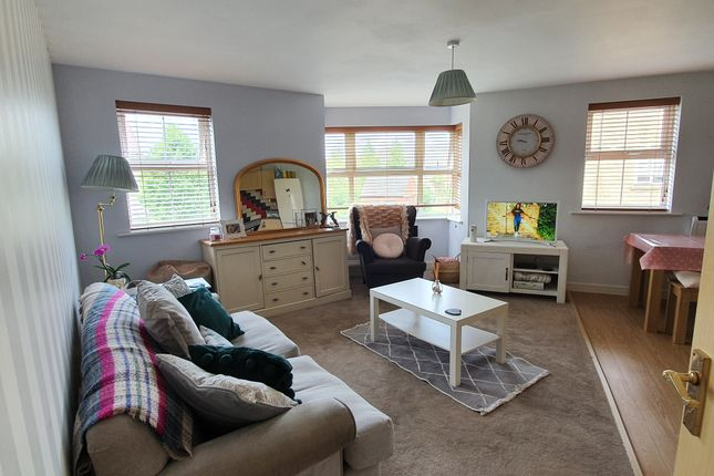 Thumbnail Flat for sale in Buzzard Road, Calne