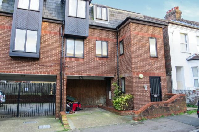Thumbnail Flat for sale in Dallow Road, Luton