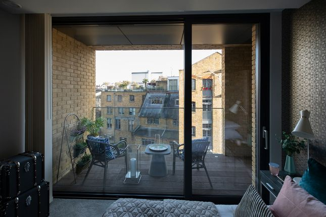1 bedroom flat for sale in 20 Bridle Mews, Aldgate