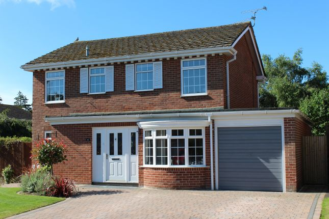 Thumbnail Detached house for sale in Chiltern Close, Newbury