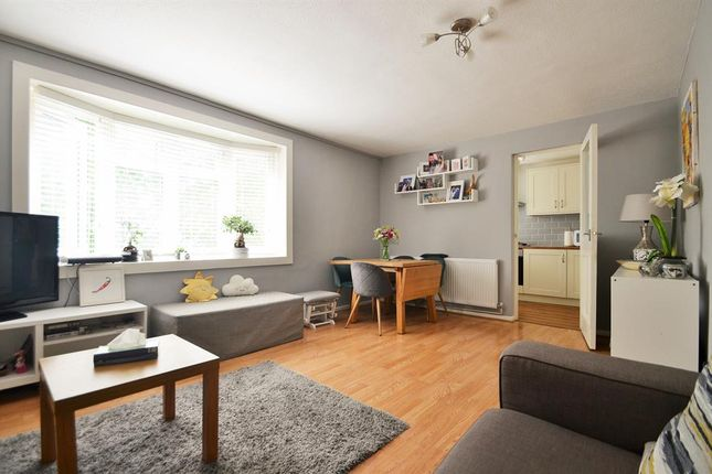 2 bed flat for sale in Buckingham Avenue, Perivale, Middlesex UB6