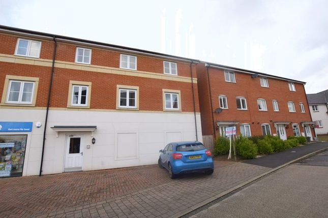 2 bed flat for sale in Prince Rupert Drive, Aylesbury