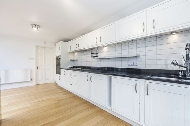 4 bed semi-detached house to rent in Westcombe Hill, London