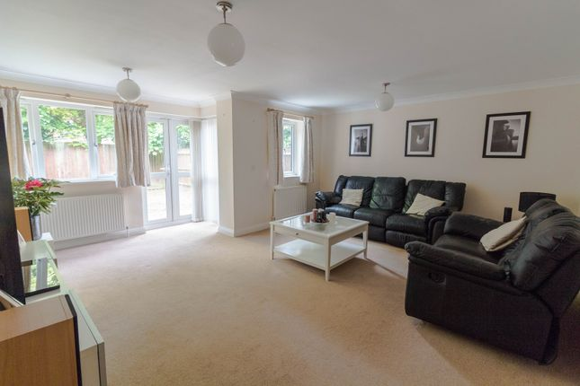 Thumbnail Town house for sale in Wingrove Road, Reading