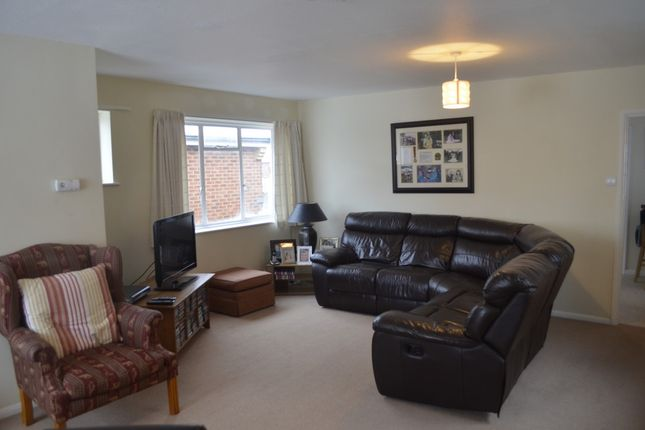 Thumbnail Flat to rent in High Street, Prestwood, Great Missenden