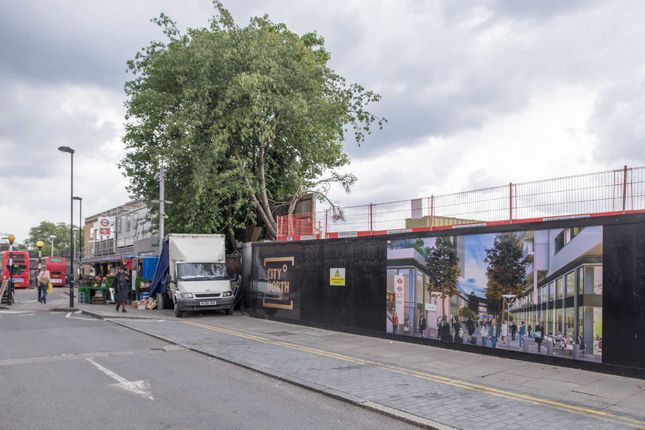 Thumbnail Flat for sale in Three City North, Finsbury Park, London