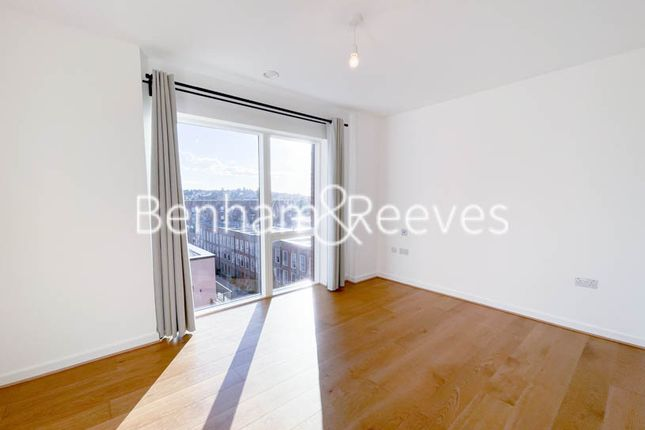 Thumbnail Flat to rent in Lismore Boulevard, Colindale