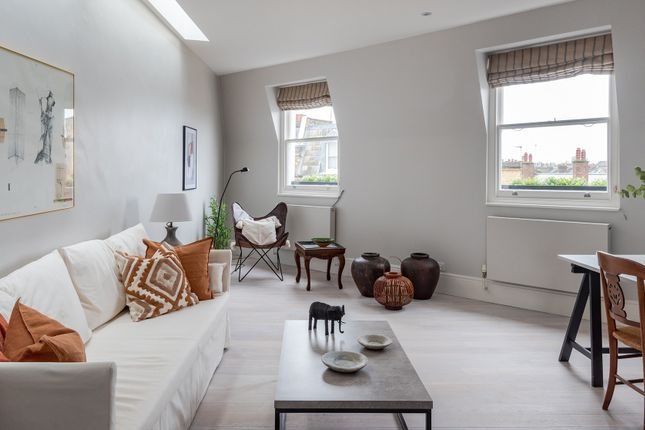 Thumbnail Triplex to rent in Filmer Road, London