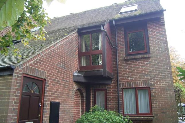 Thumbnail Maisonette to rent in Chapel Court, Hungerford, 0Hw.