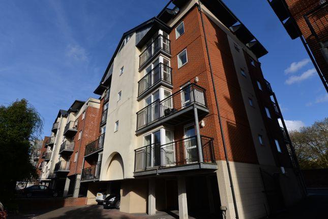 Thumbnail Flat to rent in Lower Canal Walk, Southampton