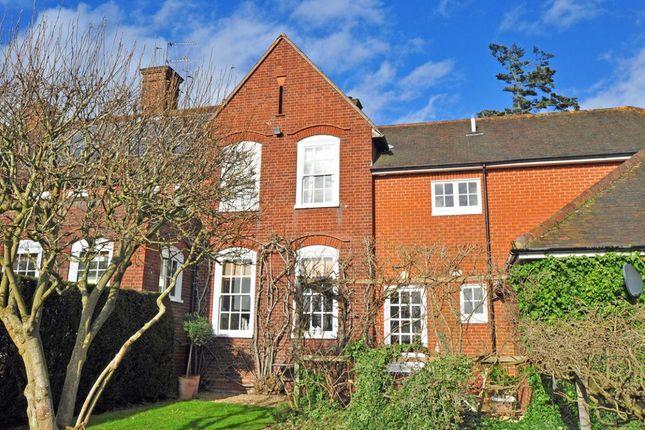 Thumbnail Cottage to rent in Hitcham Lane, Burnham, Slough
