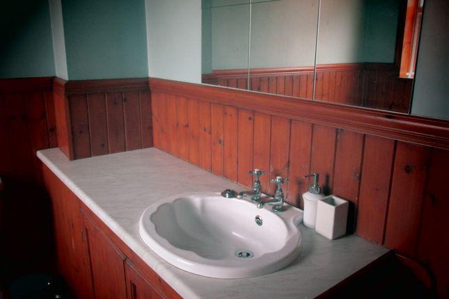 Bathroom of Badsley Moor Lane, Herringthorpe S65