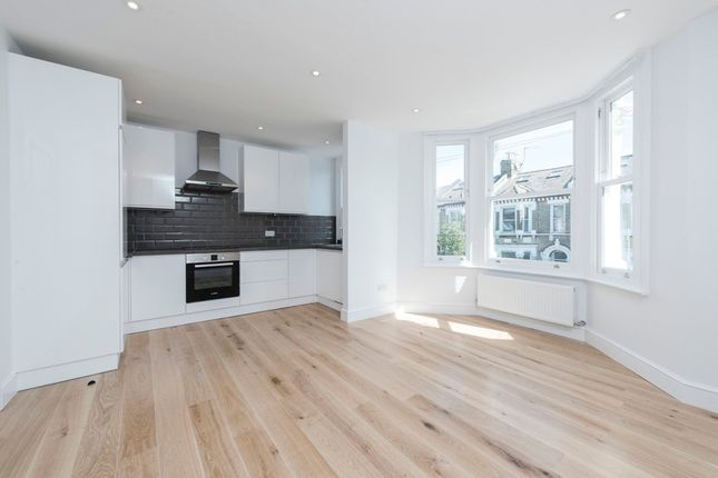 Thumbnail Flat to rent in Lavender Sweep, London