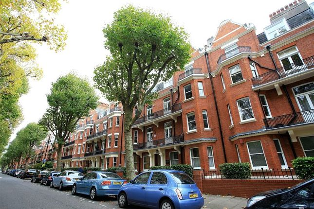 3 bed flat to rent in Grantully Road, London
