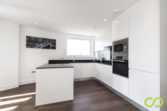 Flat to rent in Gateway Tower, Royal Victoria