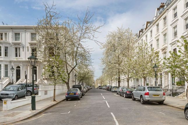 Thumbnail Terraced house to rent in Vicarage Gate, Kensington