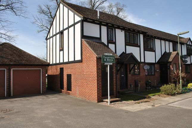 1 bed property to rent in Kings Chase, East Molesey KT8