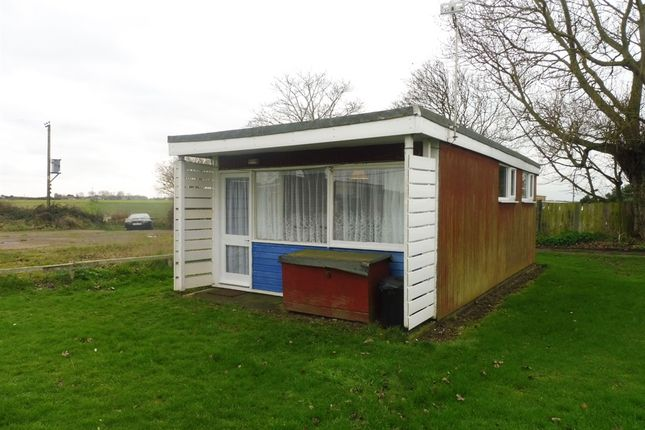 2 bed mobile/park home for sale in Newport Road, Hemsby, Great Yarmouth