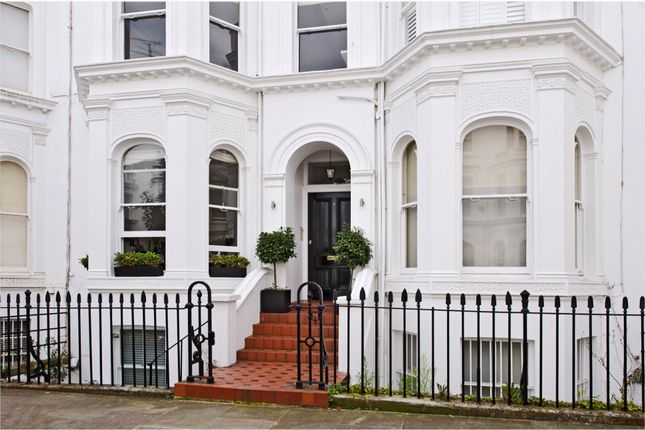 Thumbnail Flat for sale in Strathmore Gardens, London