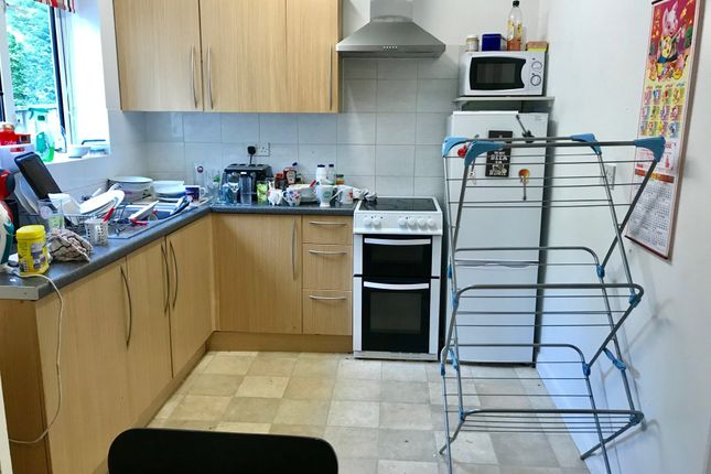 Thumbnail Semi-detached house to rent in Vernon Way, Guildford