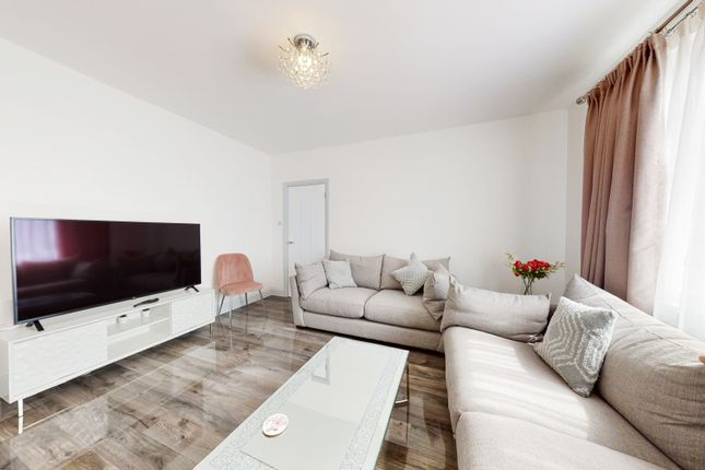 Thumbnail Terraced house to rent in Heath Road, Hounslow