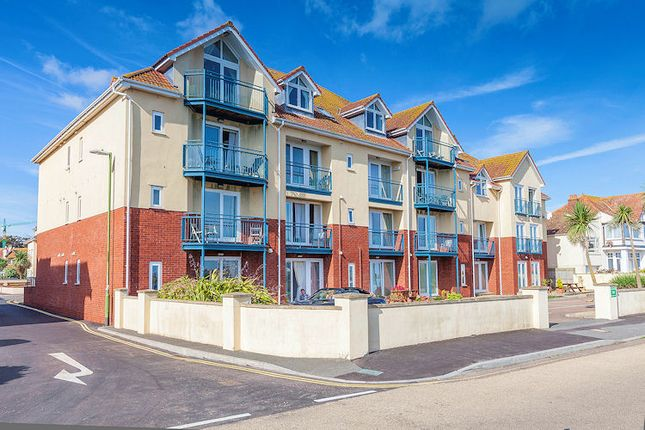 Thumbnail Flat to rent in Marine Drive, Preston, Paignton
